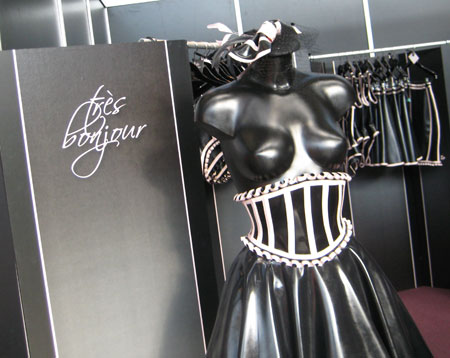 tres bonjour latex couture