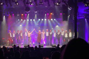 Berlin, die coole Sau – Sharon Brauner und das Capital Dance Orchestra im TIPI