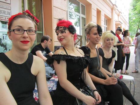 blog-friendly-society-catwalk-06